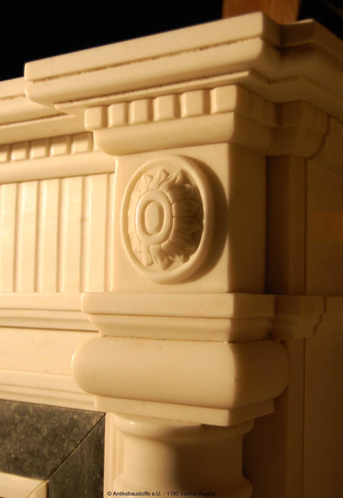 Marmorkamin Kolonialstil Detail